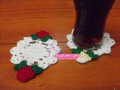http://blog.acrochet.com/navidad/posavasos-con-florcitas.html