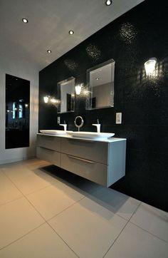 Schwarze, Elegante Wandfliesen Im Bad