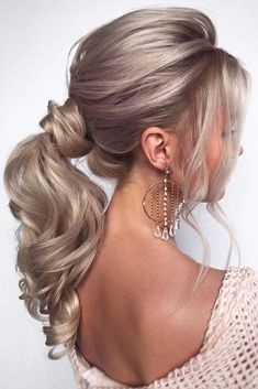 30 Timeless Bridal Hairstyles ❤ timeless bridal hairstyles elegant medium blonde ponytail hair_vera Every last detail from the dress to makeup and hair will have been meticulously planned for months. So look at our perfect collection of bridal hairstyles. Blonde Ponytail, Messy Ponytail, High Ponytails, Ponytail Haircut, Medium Hair Ponytail, Formal Ponytail, Messy Hair, Elegant Hairstyles, Bride Hairstyles