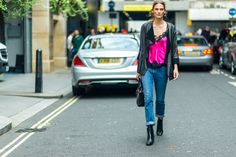 My Favorite Street Style Snaps From London Fashion Week (because im addicted) New Street Style, Model Street Style, Spring Street Style, Street Look, Street Wear, Elle Fashion, Fashion Outfits, London Fashion, Street Fashion