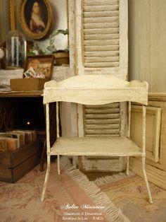 Console table de toilette miniature en métal et bristol, Shabby blanc cassé, Mobilier pour maison de poupée, à l'échelle 1/12 by AtelierMiniature on Etsy
