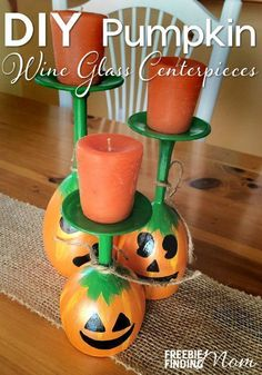 Want a fun and frugal DIY home décor project to get your house ready for fall? Here you go…With just a few bottles of paint you can transform boring wine glasses into these adorable DIY Pumpkin Wine Glass Centerpieces. - Diy Home Decor Dollar Store Diy Halloween, Adornos Halloween, Manualidades Halloween, Halloween Disfraces, Halloween Table, Pumpkin Wine, Diy Pumpkin, Crochet Pumpkin, Pumpkin Jack