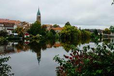 2015年10月 チェコ、ショートトリップ3日目 朝食の後、宿で荷造りをして改めて散策へ出かける。 町の西側を回り、池を渡ってテルチ城を回り、もう一度、ザハリアーシュ広場へ。 http://o34ko.net/gallery_02/telc-walk/ #チェコ #世界遺産 #テルチ #Czech #worldHeritage #Telč