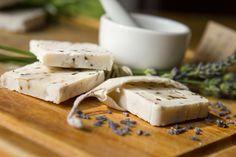 Cómo hacer jabón casero Soap Making Kits, Soap Shop, Liquid Soap, Cold Process Soap, Creme, Bar Soap, Handmade Soaps, Hobbies And Crafts, Make Your Own