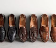 The Best Men's Shoes And Footwear : J.Crew men's Ludlow penny loafers and Ludlow tassel loafers. Loafers Outfit, Loafer Shoes, Loafers Men, Best Mens Loafers, Mens Tassel Loafers, Gucci Loafers, Black Leather Shoes, Leather Men, Semi Formal Shoes