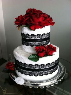 Bring this towel cake as part of your gift to  your friend's bridal shower! www.thedetaileddiva.com