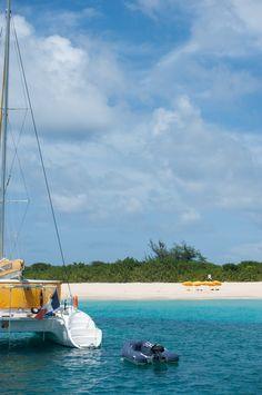 Île paradisiaque des Caraïbes: les immanquables de Saint-Martin (Detour Local) -> Petit arrêt île déserte et snorkeling www.detourlocal.com/saint-martin-caraibes-top-5-sxm/