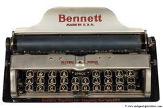 Bennett (1910).La Bennet es la máquina de escribir convencional más pequeña jamás construída. Tiene el tamaño de una tableta de chocolate