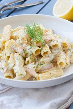 15-Minuten Pasta mit Frischkäse-Sauce und Räucherlachs. Herrlich cremig und so gut - kochkarussell.com #miree #werbung #luftiglocker #rezept #solecker
