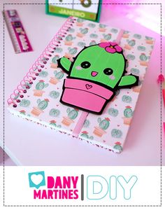 Kids Crafts, Diy Crafts For Gifts, Easy Crafts, Paper Crafts, Folder Decorado, Notebook Diy, Diy Agenda, Diy Barbie Clothes, Kawaii Diy