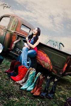 senior picture ideas for girls, country music, cowboy hats, boots, trucks, click the pic to see more photography, north Texas , Dallas,