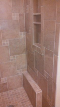 Small shower with shaving curb- smart! Bathroom Renos, Design Bathroom, Bathroom Layout, Bathroom Remodeling, Small Bathroom, Master Bathroom, Bathroom Ideas, Shower Step, Diy Shower