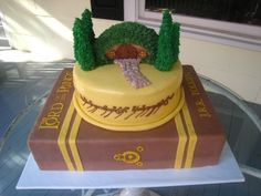 take that back...this would be awesome for Bradly.Lord of the Rings Cake By mmg1306 on CakeCentral.com