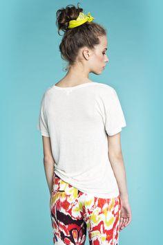 T-shirt i den blødeste og fineste kvalitet fra Hollywood mærket LNA. Bukser fra danske POPcph. T-shirt - Mosshart Tee, Pris: 240 ,- http://frejafashion.dk/products/mosshart-tee Bukser - Color Printet Bukser, Pris: 220 ,- http://frejafashion.dk/products/color-printet-bukser