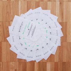 [Zéro déchet]  Yeeeeeees, les cartes de remerciement en papier ensemencé sont de retour 💚  Le covid a rendu compliqué le réapprovisionnement de mes cartes de remerciement en papier ensemencé, mais quelle joie de pouvoir à nouveau vous les envoyer comme petite attention avec vos commandes !  Dans l'esprit green beauty square, on dit un grand OUI à la simplicité et au minimalisme, sans pour autant faire l'impasse sur les petits détails qui me sont chers.   Pour moi, il est vraiment… Mon Cheri, Attention, Oui, Comme, Green, Beauty, Instagram, Minimalism, Spirit