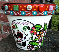 Sugar Skull Flower Pot - Cute and colorful! Flower Pot Art, Flower Pot Crafts, Clay Pot Crafts, Diy Clay, Diy And Crafts, Arts And Crafts, Painted Pavers, Painted Clay Pots, Painted Flower Pots
