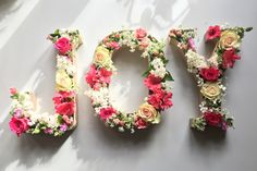 Flowering letters for Mother's Day - flowers Brunch Outfit, Ceremony Decorations, Birthday Decorations, Diy Simple, Easy Diy, Joy Art, Wedding Letters, Flower Letters, Birthday Brunch