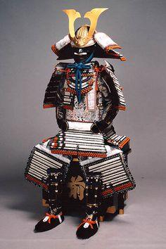Japanese armor for samurai Samurai Weapons, Samurai Helmet, Samurai Armor, Arm Armor, Japanese Warrior, Japanese Sword, Katana, Ancient Armor, Martial