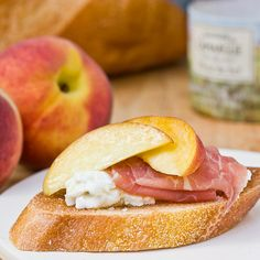 Um... yes, please!      Peach & prosciutto bruschetta ++ the kitchn