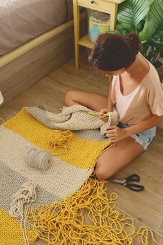 Making Cord Mop, We use cotton cord rope for this model.Me gusta, 112 comentarioT-shirt knit rugHow to Make Colored Mop with Cotton Rope - Hobby Sisters Crochet Carpet, Crochet Home, Crochet Gifts, Diy Crochet, Knitting Projects, Crochet Projects, Sewing Projects, Tapetes Diy, Crochet Stitches