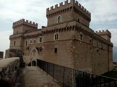 Castello piccolomini celano Cathedrals, Scotland, England, Europe, Mansions, Building, Castles, Palaces, Buildings
