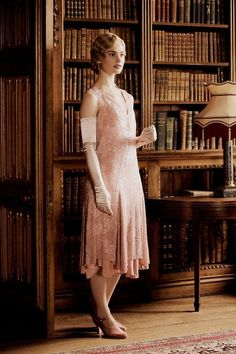 I need to watch Downton Abbey, really, I see so many lovely pictures from this series filled with beautiful costumes and eye candy. I decided that need to watch it.