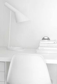 AJ stalinis šviestuvas. Dizainas Arne Jacobsen