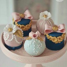 Vintage Mini Cakes