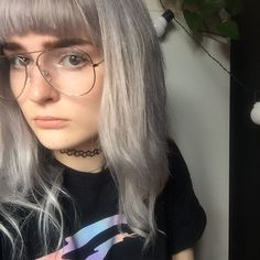 Cut my fringe rly short and I'm not sure how I feel about it... ✂️✂️ #silverhair #silverhairdontcare #greyhair #aviatorglasses #choker #grunge #softgrunge #aesthetic #fblogger #fbloggersuk #pothos #plantaddict #銀髪 #今日のコーディネート