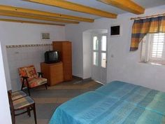 Apartment Renata Kolocep Apartment Renata is a studio situated in Kolocep, 9 km from Dubrovnik. The unit is 20 km from Cavtat.  A TV is offered. There is a private bathroom with a shower.  Neum is 42 km from Apartment Renata, while Mlini is 17 km from the property.