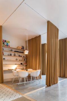 PURE Lisbon HQ by Sílvia Rocio + Mariana Póvoa + esse studio - Raumteiler Office Curtains, Small Window Curtains, Home Curtains, Small Windows, Curtain Partition, Room Divider Curtain, Partition Ideas, Fabric Room Dividers, Rideaux Design