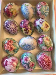 Porcelain Papier - - - Chinese Porcelain Still Life - Porcelain Pottery Tea Cups Easter Egg Crafts, Easter Eggs, Easter Egg Pattern, Easter Egg Designs, Egg Art, Egg Decorating, Vintage Easter, China Painting, Diy And Crafts