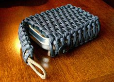 Make a custom paracord pouch with genuine GI 550 paracord. Check out our great selection of paracord at super low prices... http://www.osograndeknives.com/store/catalog/parachute-cord-311-1.html