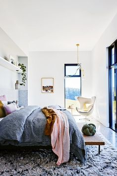farmhouse-cosy-bedroom-greys-pinks
