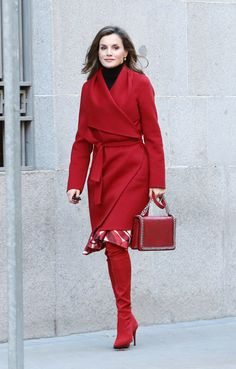 Queen Letizia dons her favourite red boots AGAIN Red Fashion, Royal Fashion, Fashion Outfits, Womens Fashion, Fashion Trends, Cheap Fashion, Celebrity Dresses, Celebrity Style, Carolina Herrera Dresses