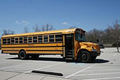 How to Convert a Bluebird School Bus to a Camper - Be aware that many school buses are diesel, turbos, and automatics. Try to avoid those. School Bus Games, School Bus House, School Buses, School Bus Conversion, Camper Conversion, Converted School Bus, Bus Life, Bus Camper, Bus Travel