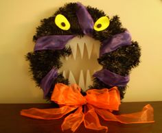 A Nightmare Before Christmas inspired DIY wreath. Totally cool