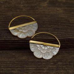 Mother of Pearl Earrings – Flower earrings – Flower hoop earrings – Brass – for all standard size piercings – small rising sun – hoopearrings Gold Hoop Earrings, Flower Earrings, Diamond Earrings, Leaf Earrings, 14k Earrings, Tribal Earrings, Chandelier Earrings, Jewelry Gifts, Jewelery