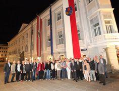 Städtepartnerschaft Dachau - Klagenfurt Die Dachauer Delegation vor dem Klagenfurter Rathaus Latina, Klagenfurt, Broadway Shows