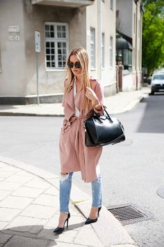 Blush trench coat, Zara heels, Givenchy Antigona bag #StreetStyle
