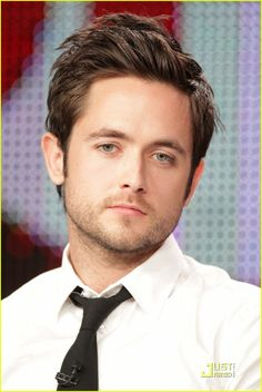 Justin Chatwin-the artist also known as my next husband. Pretty People, Beautiful People, Justin Chatwin, Hottest Male Celebrities, Celebs, Cut My Hair, Sexy Men, Hot Men, Character Inspiration