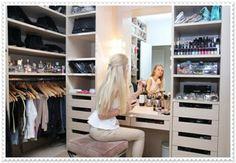 Yeni Trend Giyinme Odası Dekorasyonu. Yatak odanızın bir bölümünü giyinme odası olarak ayarlayabilirsiniz. Bunun için birkaç değişiklik yapmanız yeterli.