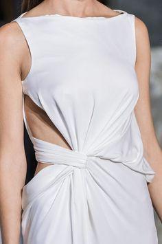 White dress with elegant twist & drape construction; fashion details // Vionnet – Best Fashions for All Fashion 2018, Runway Fashion, Fashion Show, Womens Fashion, Paris Fashion, Donia, Fashion Details, Fashion Design, Draped Dress