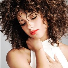 Listen to music from Alicia Keys like If I Ain't Got You, No One & more. Find the latest tracks, albums, and images from Alicia Keys. Oprah Winfrey, Avril Lavigne, Alicia Keys Music, Jennifer Lopez, Curly Hair Styles, Natural Hair Styles, Moisturizer For Dry Skin, Beautiful Wife, Simply Beautiful