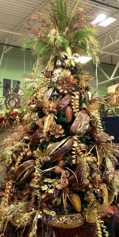 Cristhmas Tree Decorations Ideas : Gold Copper Brown Christmas Tree designed by Arcadia Floral and Home Decor. Decorations Christmas, Christmas Tree Design, Beautiful Christmas Trees, Noel Christmas, Rustic Christmas, Christmas Tree Ornaments, Christmas Wreaths, Xmas Trees, Christmas Inspiration