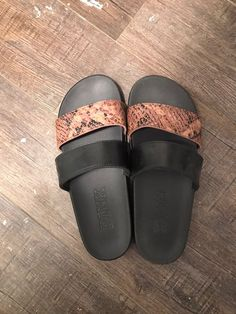 Victoria's Secret PINK slides still in great condition, literally only wore them for about a week. Size Medium Pink Sandals, Women's Shoes Sandals, Heels, Vs Pink, Purple, Pink Slides, Vs Sport, Victoria, Medium