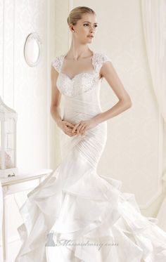 Feel romantic and gorgeous in Inda by La Sposa. The beautiful mermaid gown shows off your curves. The layered skirt is completed with a love...