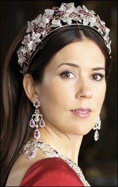 Crown Princess Mary of Denmark wearing the Ruby and Diamond Parure. One of the prettiest, most flattering tiaras around.