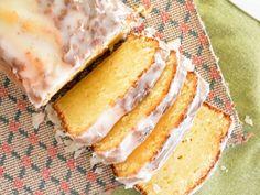 Recette de Cake ultra moelleux au citron glacée au citron. Un délicieux cake au citron, ultra moelleux !