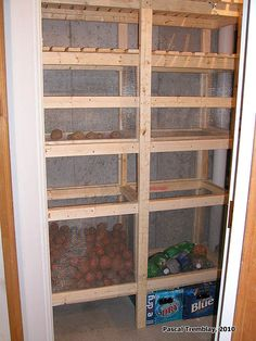 Building Cold Storage room - #Home storage ideas - Storage shelf - Canned #food storage - Home refrigerated room - Food storage facilities. Instructions: http://www.usa-gardening.com/cold-storage/cold-storage-room-3.html